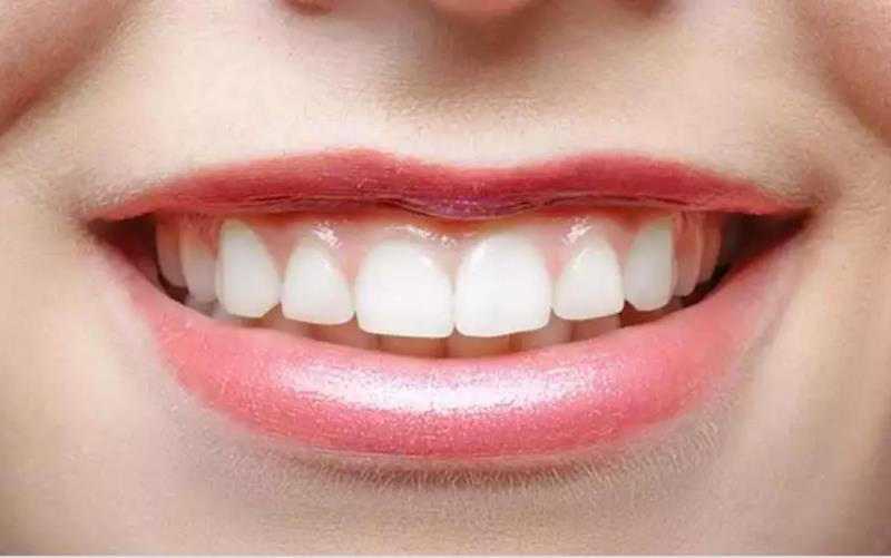 A very thin upper lip