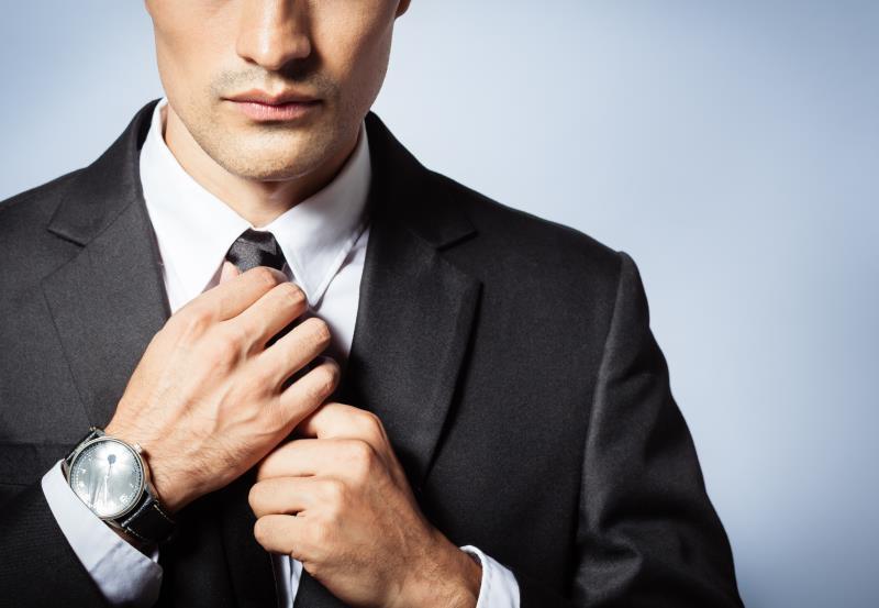 Fixing one's tie