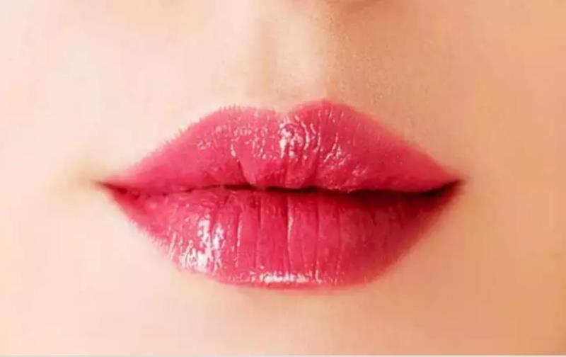 Small puffy lips